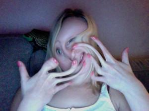 långa fingrar