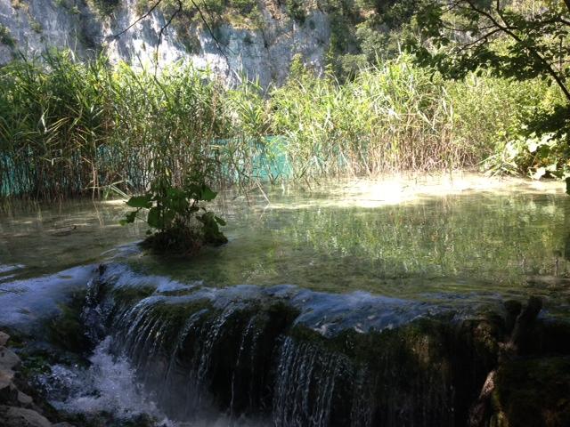 Litet vattenfall-Plitvice lakes