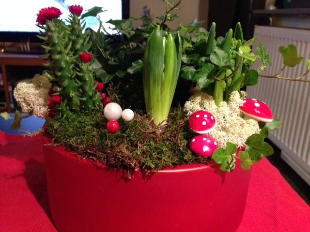 Julgrupp med liten kaktus