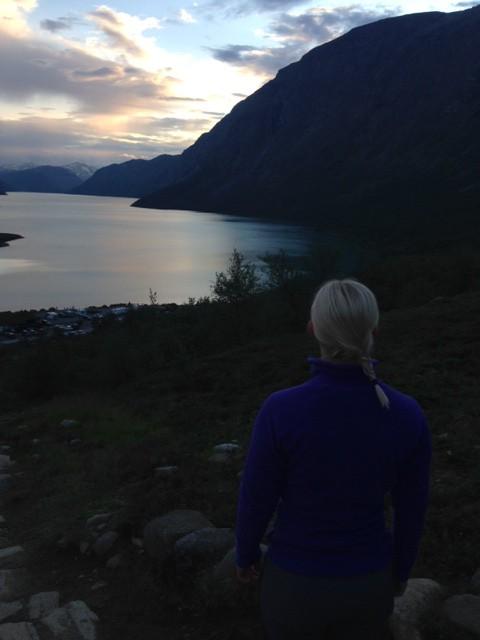 Blickar ut över Gjendesjön