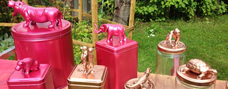 plastdjur på burk